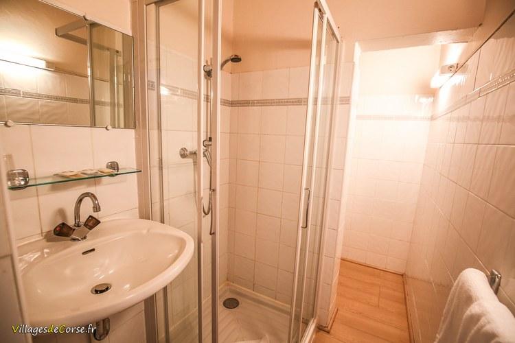 Salle de douche Monte d Oro Hôtel à Vivario