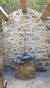 Pose d une croix et mur en pierres seches