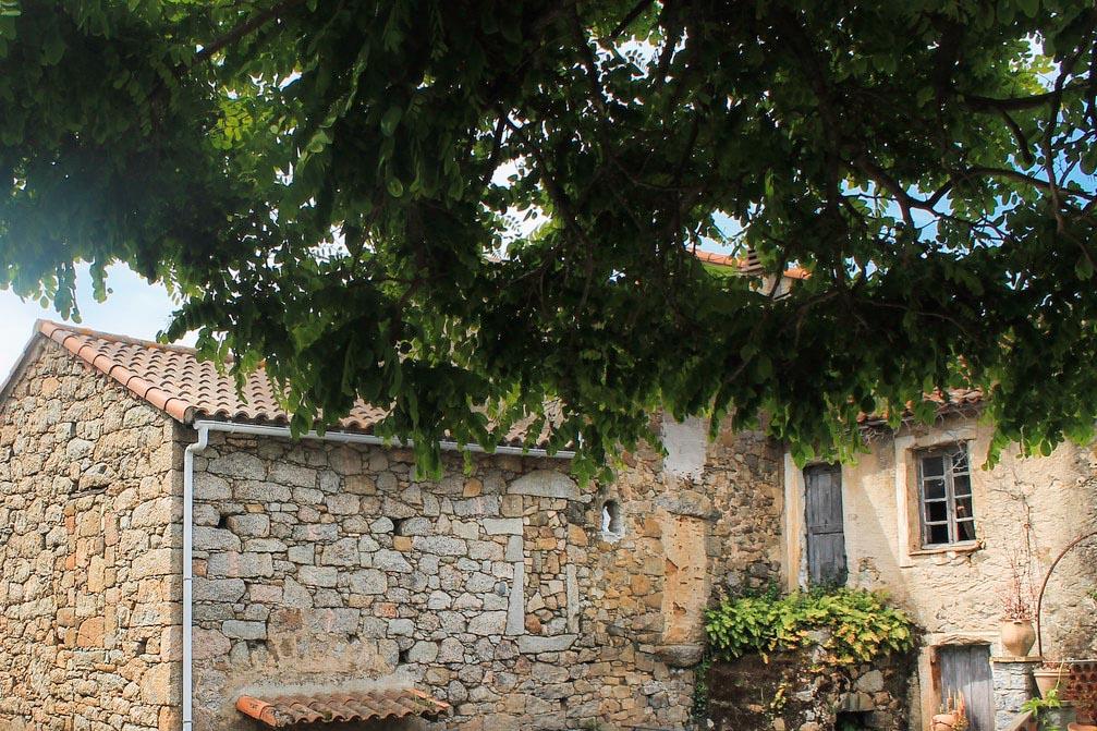 Maison en pierres - Ambiegna