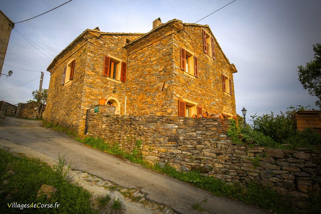 Maison en pierres - Zalana