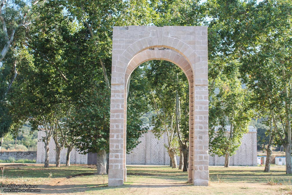 Bâtiment - Ancien Pénitencier - Coti Chiavari