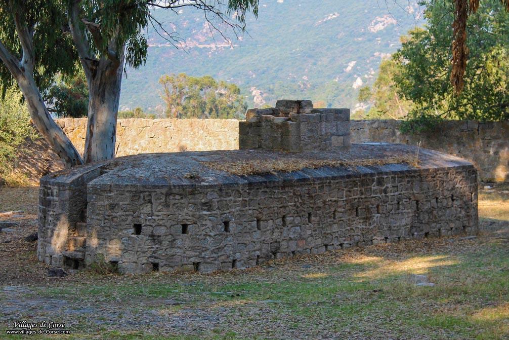 Bâtiment - Sous-marin (ancienne fosse) - Coti Chiavari