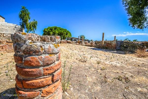 Vestige d'un pilier de la cité antique