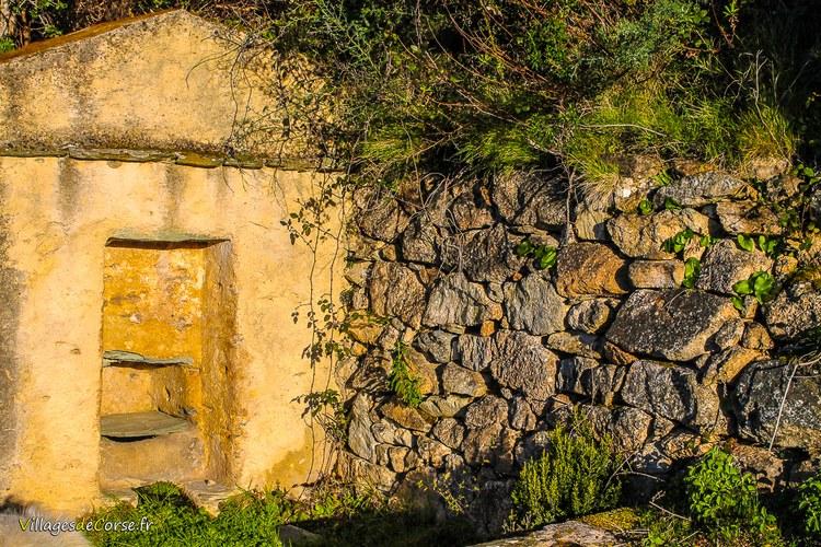 Fontaine lavoire couvent marianda Saint François de l Observance - Marianda à Farinole